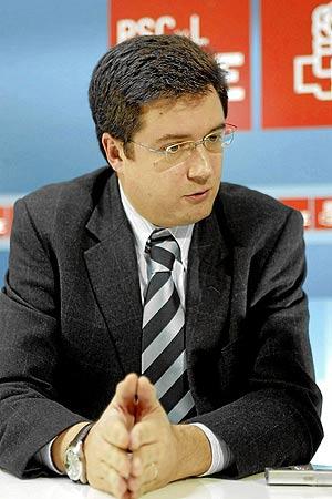 El diputado por Segovia Óscar López entra en la carrera para sustituir a Villalba